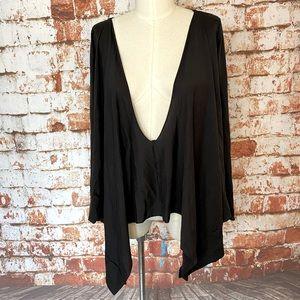 Talia Ainsley Black Long Sleeve V neck shirt med